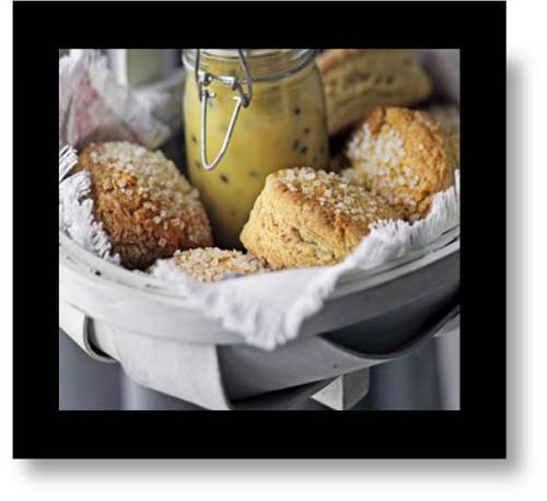 Scones, a measure of customs and traditions for Expats:  Circles or Triangles-  Which is Proper?
